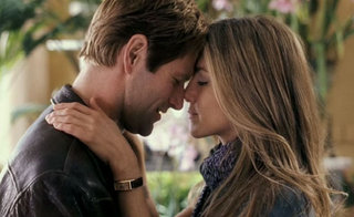 Aaron Eckhart and Jennifer Aniston in Love Happens