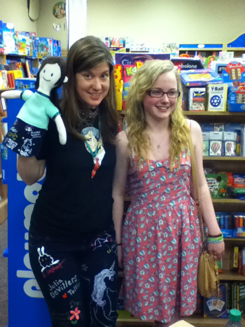 Maureen Johnson with Pajants puppet